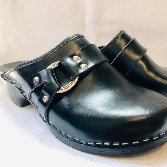 Vintage 8s Italian Black Leather Buckle